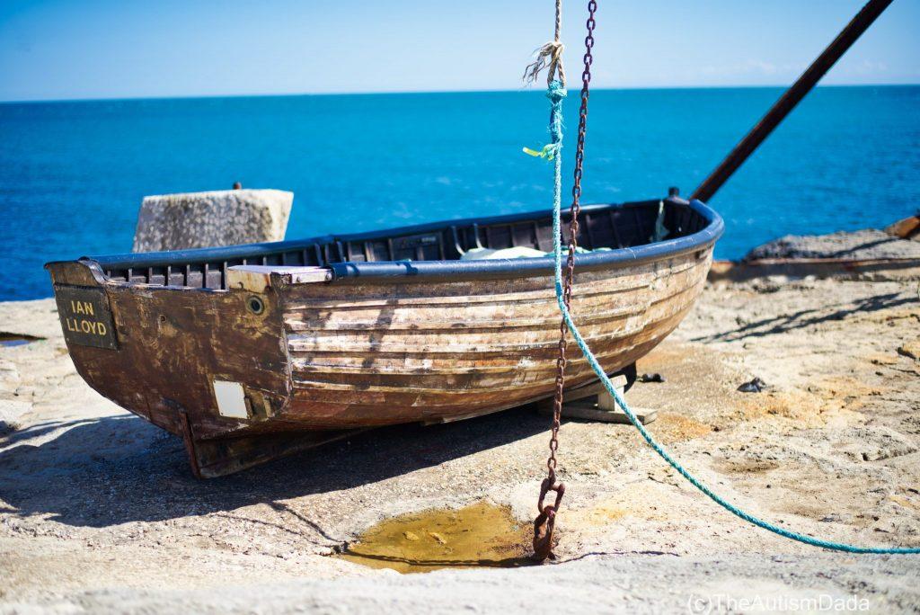 Looks, it's a boat